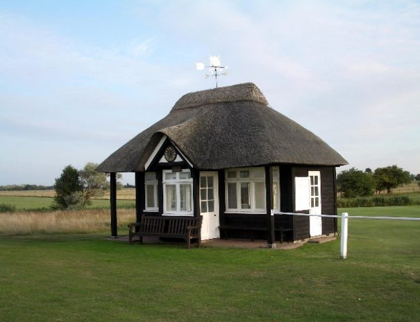 Starters_hut_at_1st_hole_on_Royal_St_Georges_Golf_Club_-_geograph.org.uk_-_81110